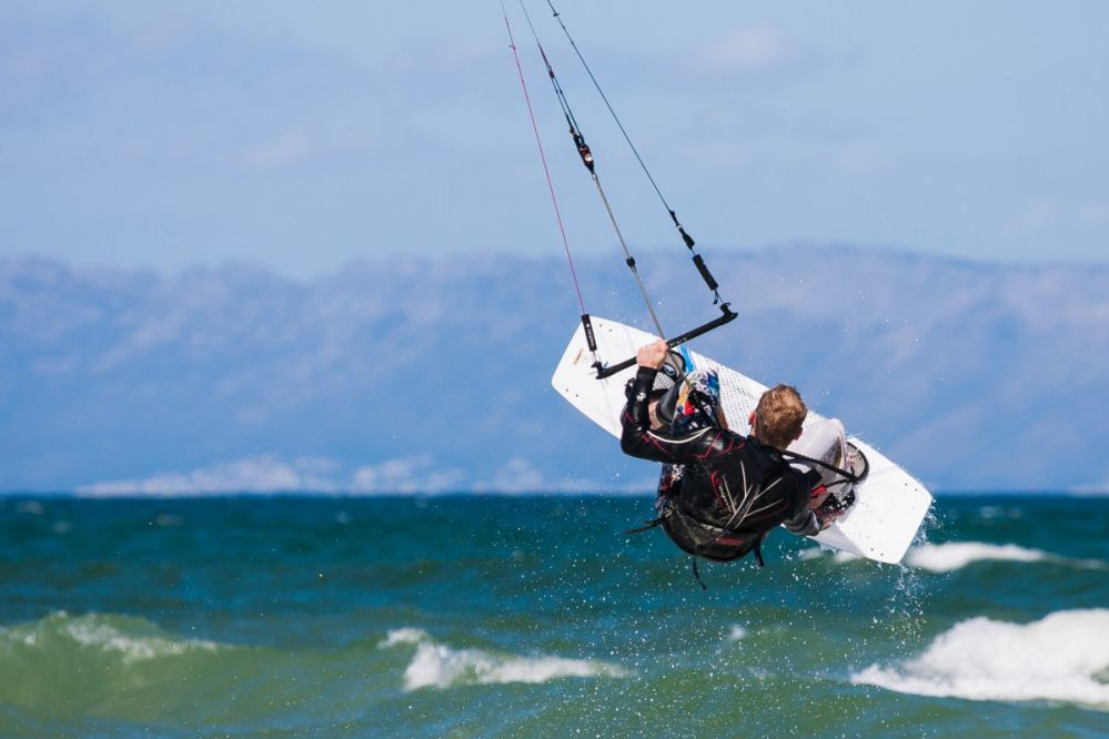 Conheça as 5 melhores praias para a prática do KiteSurf