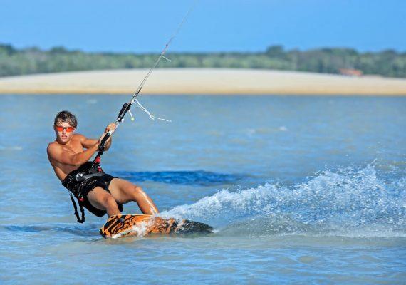 5 motivos para visitar a natureza selvagem da Praia de Guajiru (CE)